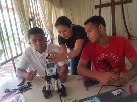 victoria-serrano-helps-panamanian-students-discover-stem-through-lego-robots