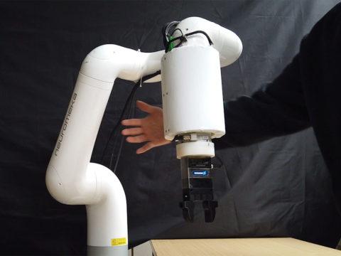 skin-like,-flexible-sensor-lets-robots-detect-us