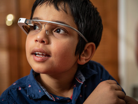 """upgraded-google-glass-helps-autistic-kids-""""see""""-emotions"""