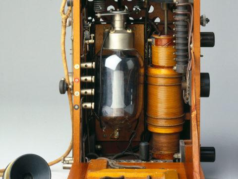 in-world-war-i,-british-biplanes-had-wireless-phones-in-the-cockpit