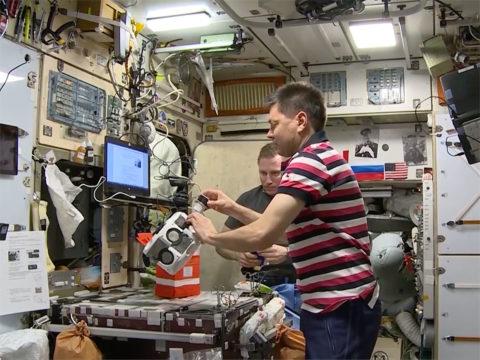 astronaut-bioengineers-human-cartilage-in-space-using-magnetic-fields