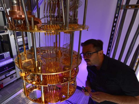 what-intel-is-planning-for-the-future-of-quantum-computing:-hot-qubits,-cold-control-chips,-and-rapid-testing