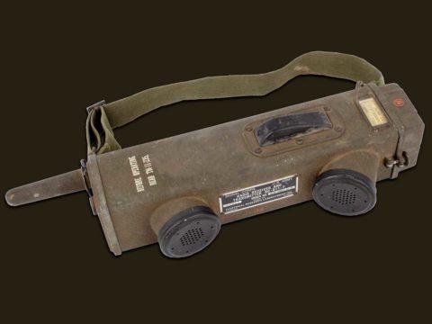 the-scr-536-handie-talkie-was-the-modern-walkie-talkie's-finicky-ancestor