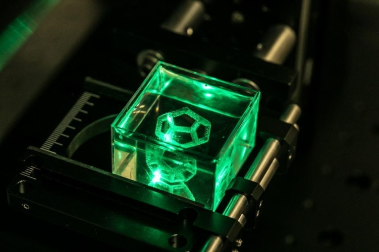 multiphoton-polymerisation-creates-3d-printed-glass-objects