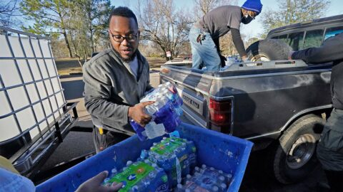 mississippi-lifts-covid-restrictions-while-thousands-of-residents-can't-wash-their-hands