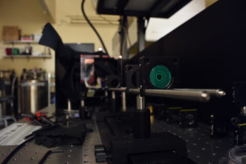 imaging-system-allows-users-to-see-uv-and-visible-light-simultaneously