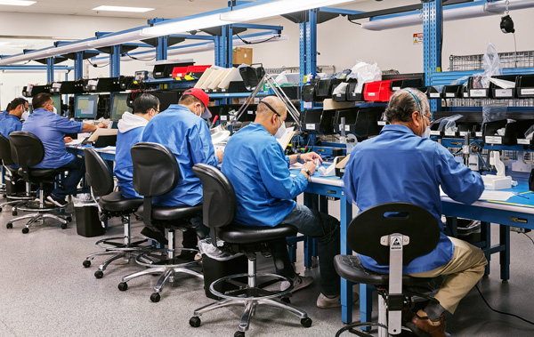 Image of workers working on the Cellectra 3PSP.