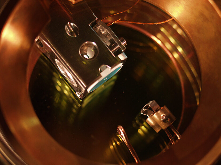 for-the-first-time,-scientists-detect-a-moving-photon-multiple-times-without-destroying-it